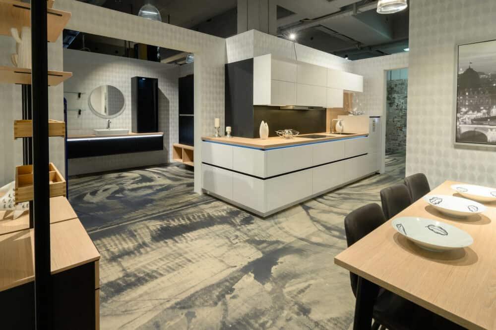 L-Küche Design hochglanz mit Griffmulden und E-Geräten