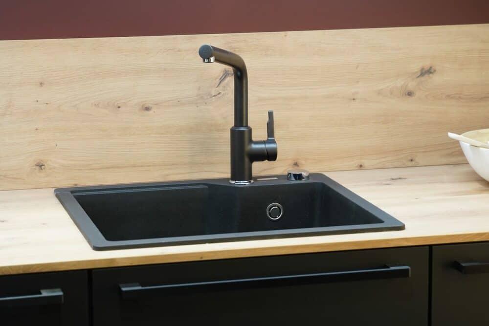 Küchen Spüle mit Armatur hochwertig und Holz Arbeitsplatte