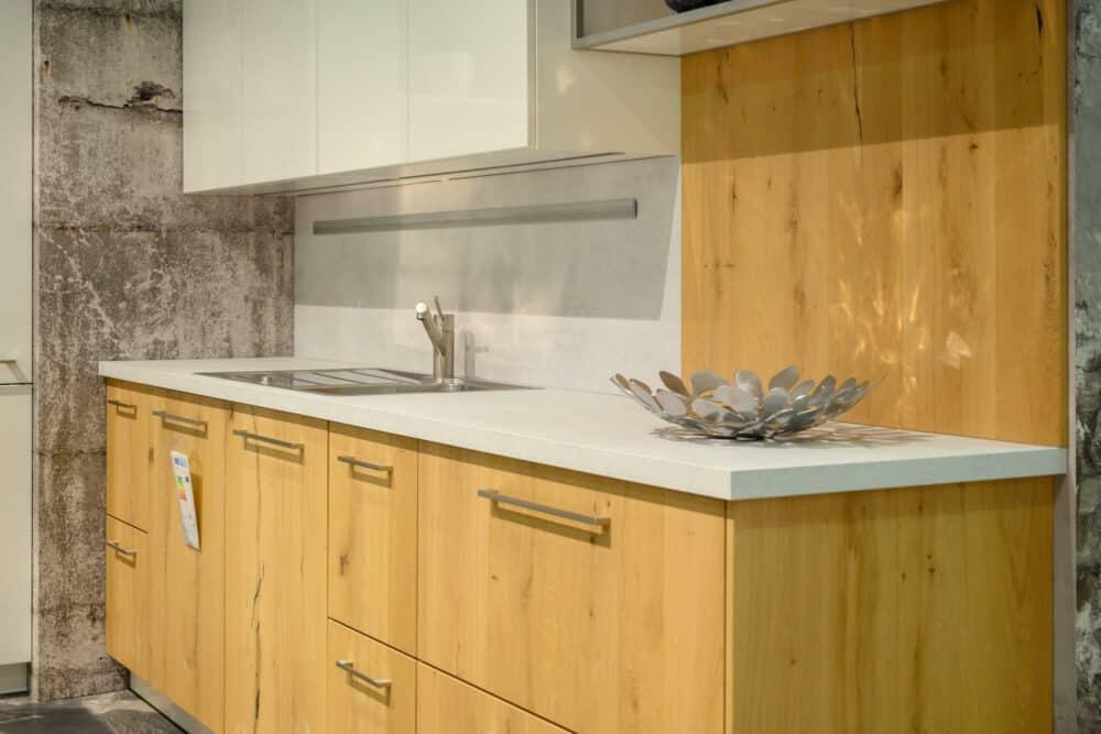 Küchenzeile Holzfronten Kücheninsel modern hochglanz lack