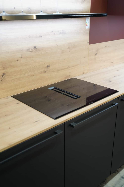 L-Küche modern rot mit Bosch Induktionskochfeld