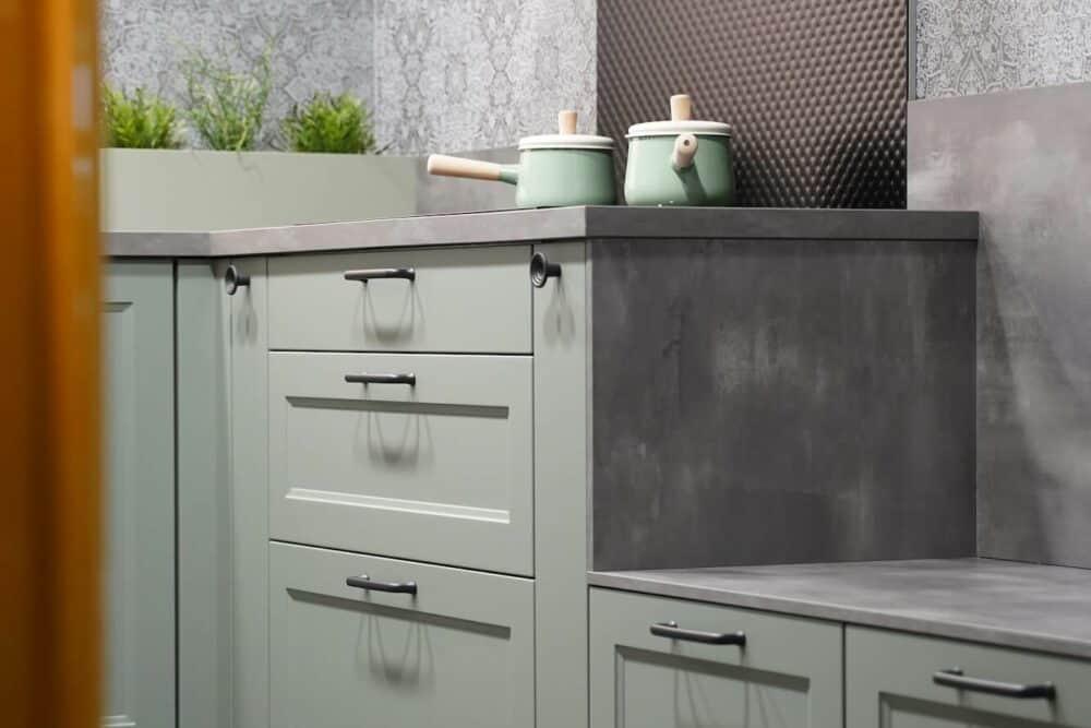 Landhausküche grün modern hochwertig