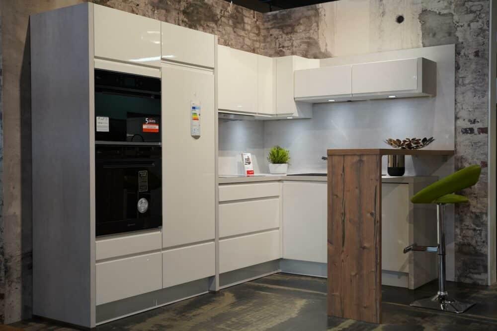 Design Küche L-Form hochglanz Lack mit Sitztresen