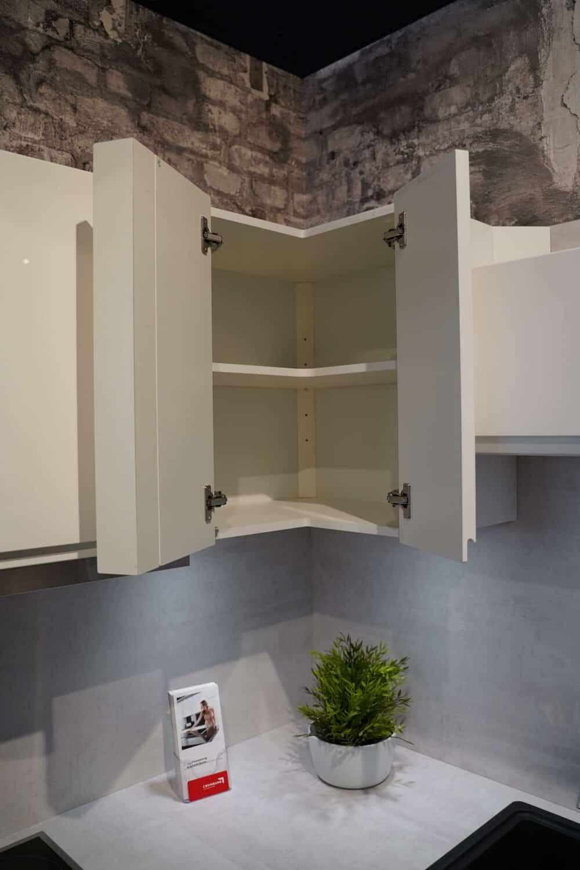 Design L-Küche Form weiß mit wandschrank