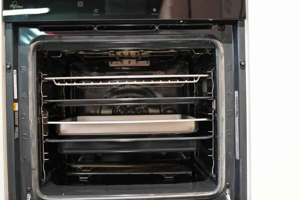 Design L-Küche Weiß Hochglanz Front mit Bauknecht Elekro-geräte