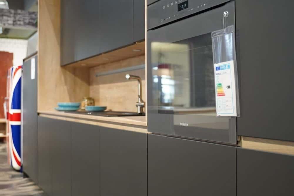 Insel Küche Design matt Lack grau front grifflos