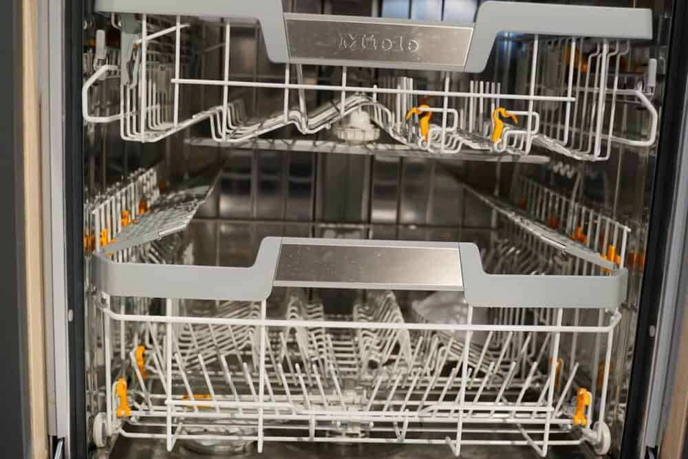 Insel Küche Design matt Lack grau grifflos Miele Geschirspüler