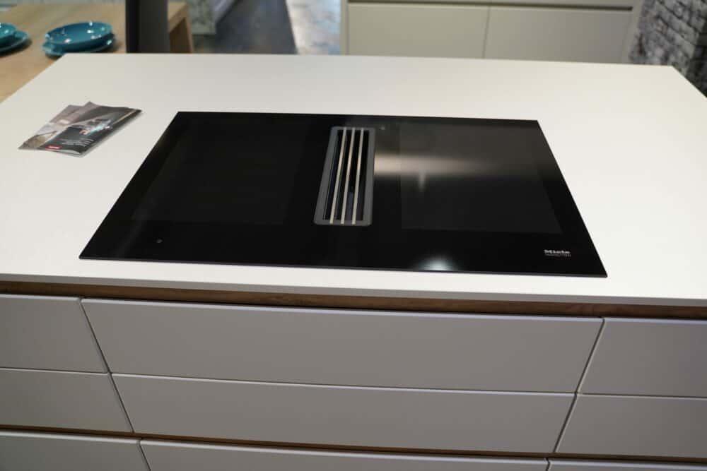 Insel Küche Design matt Lack grau grifflos Miele Induction Kochefeld