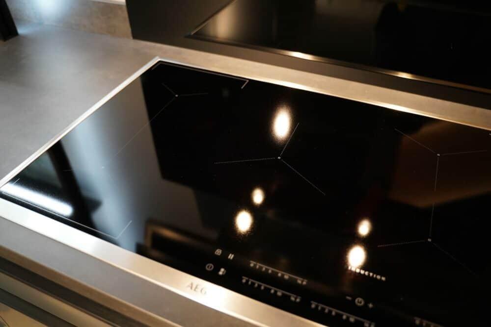 Küchenzeile mit Edelstahl Front armatur