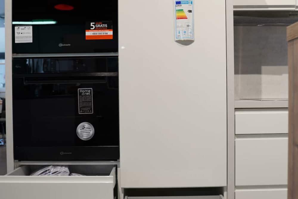 L form Design Küche mit wandschrank weiß hochglanz