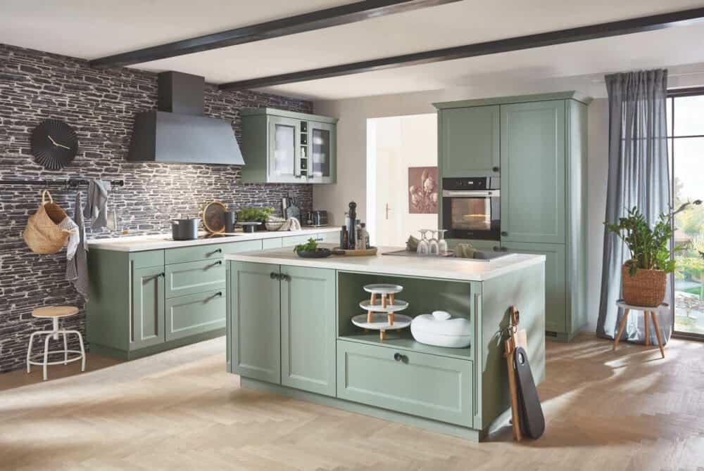 Nobilia grüne Landhausküche mit Kücheninsel
