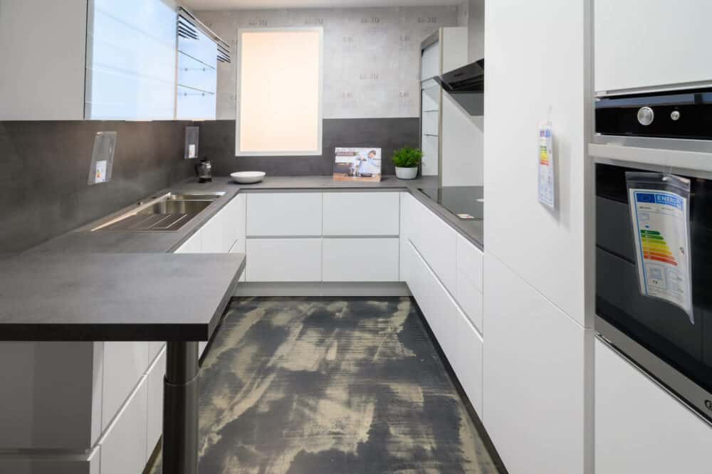 U-Küche Design matt Lack weiß