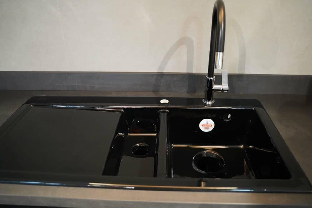 U-küche mit küchenzeile