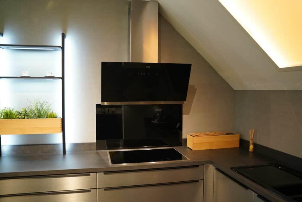 Ü-Küchenzeile Wndschrank AEG Geräte