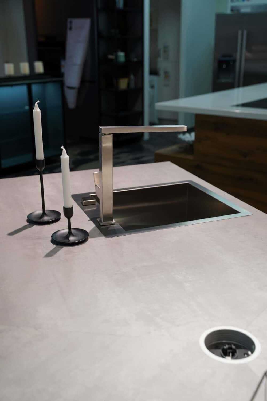 Ballerina Y-Küche Slim Arbeitsplatte Beton