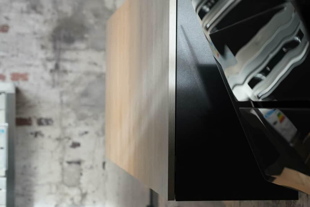 Bauformat Inselküche Wandschrank holz