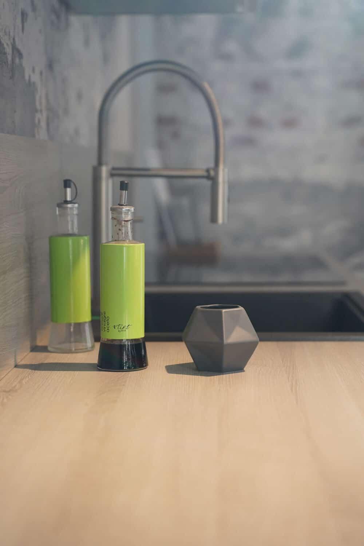 Bauformat Küchenzeile Holz Arbeitsplatte und Küchenspüle
