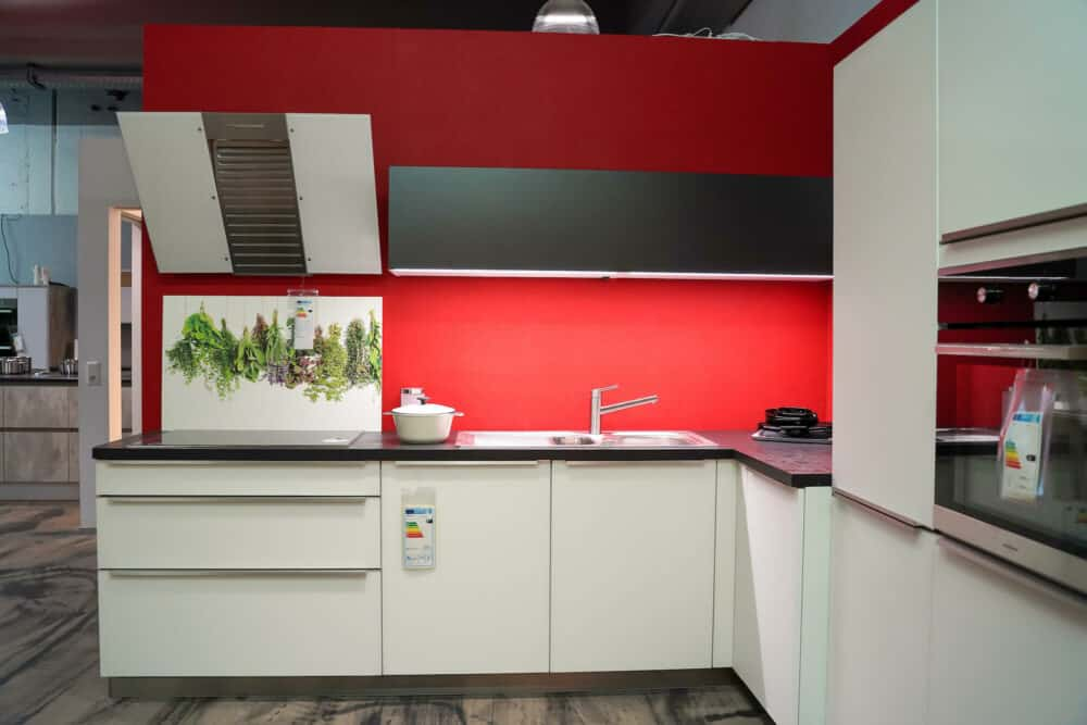 Bauformat L-Küche Rom mit Spüle und Kochfeld
