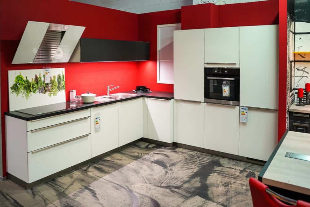 Bauformat L-Küche lack matt weiß