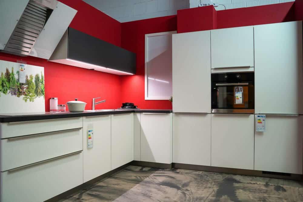 Bauformat L-Küche modern weiß matt lack