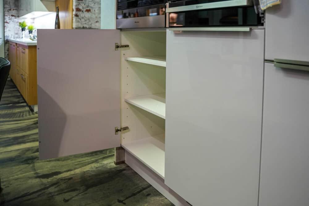 Bauformat U-Küche Beton Optik Stauraum