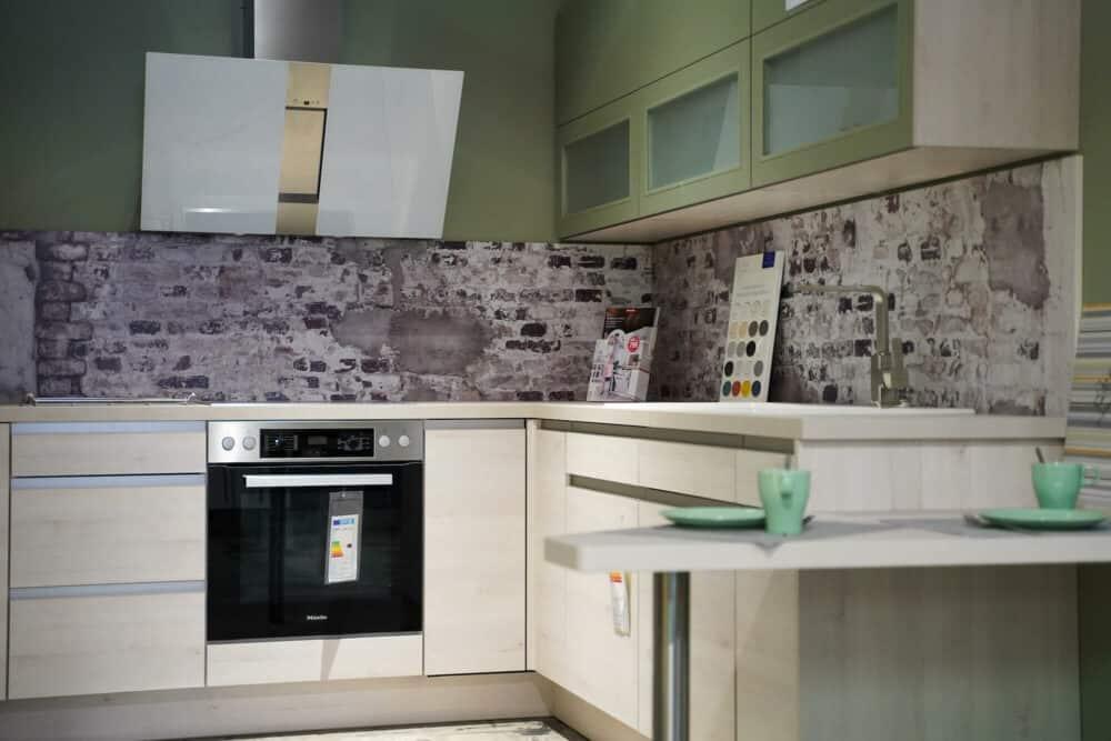 Design L-Küche mit Griffmulden grün