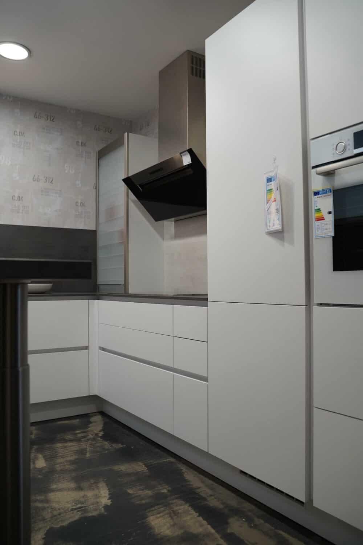Designküche U-Form weiß grifflos