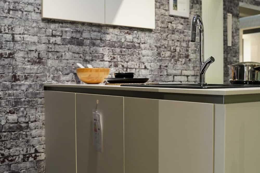 Kücheninsel grifflos weiß lack hochglanz