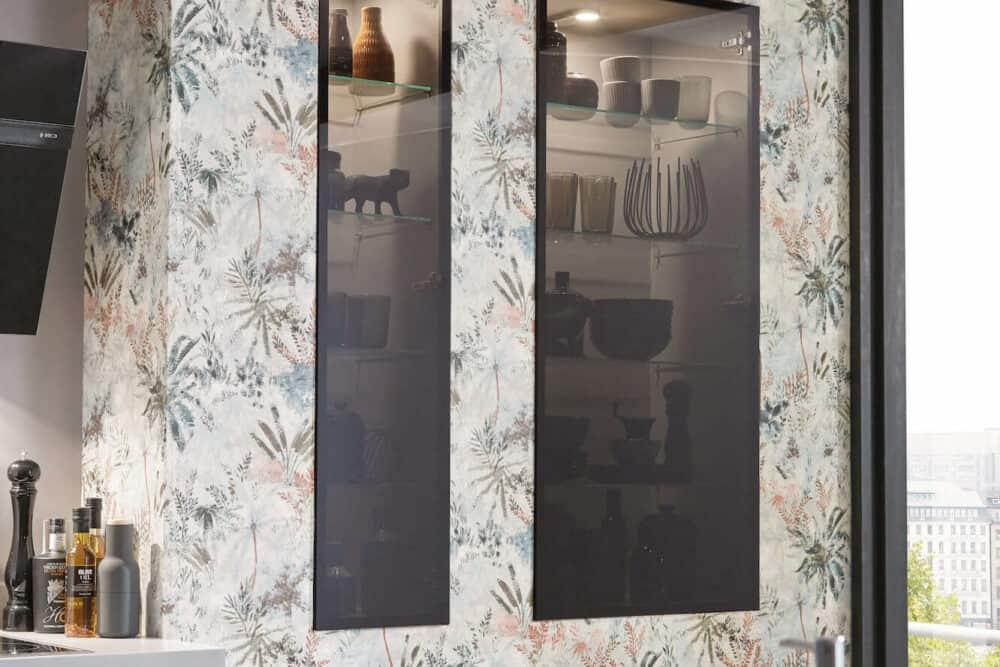 Nobilia Designküche Lack mit Glasschrank