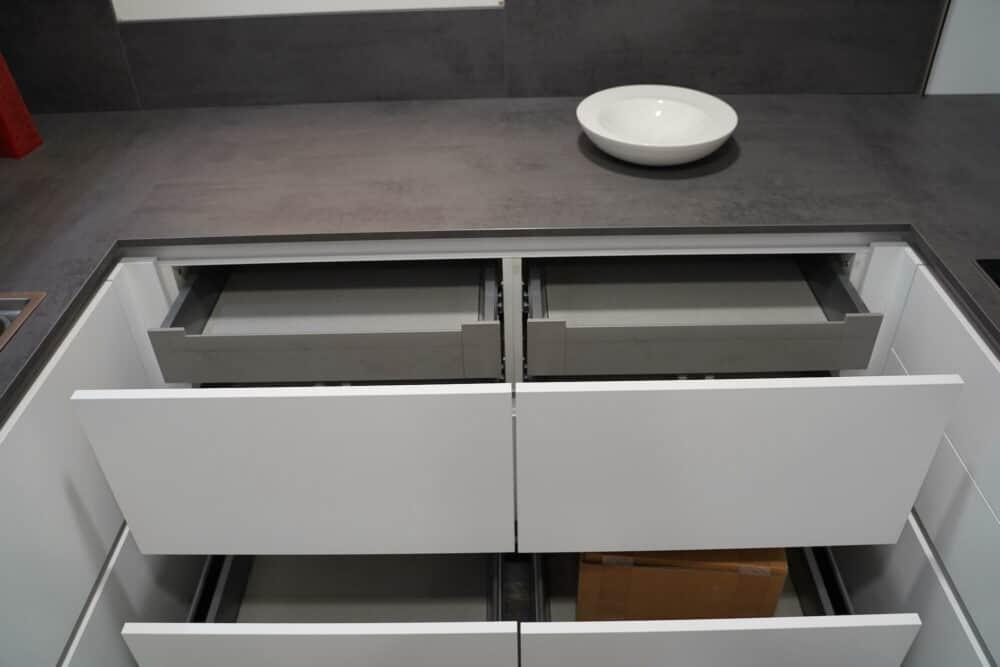 U-Küche weiß grifflos Schubladen