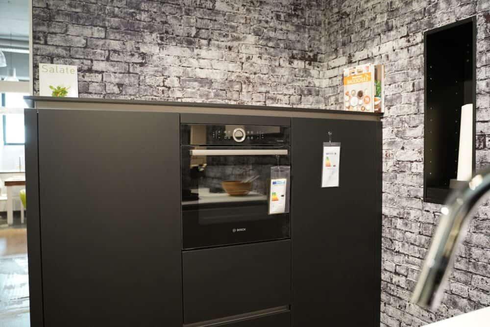 Wandschrank schwarz matt grifflos mit Bosch Backofen